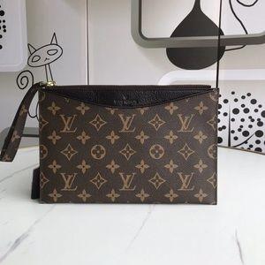 Louis Vuitton pallas clutch black